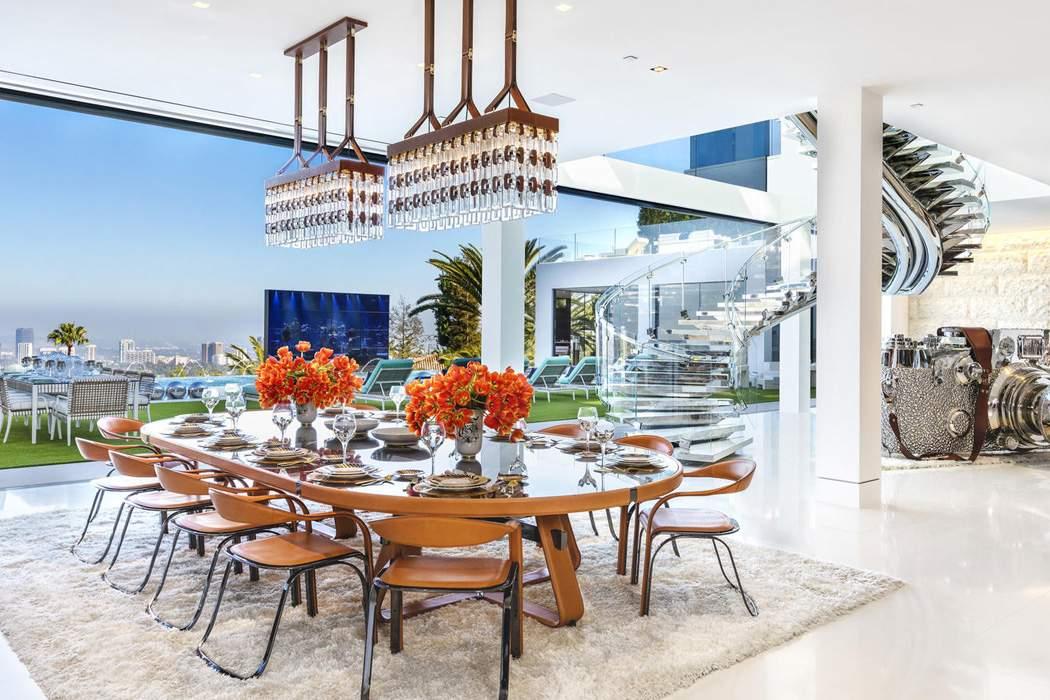 f5882f9af31 A casa mais cara dos EUA inclui carros de luxo e helicóptero ...